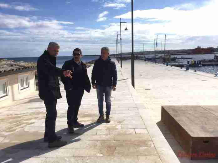 Didascalia foto: da sinistra il rup, geom. Tonino Dinatale, il sindaco, Roberto Bruno e il collaudatore, ing. Paolino Greco.