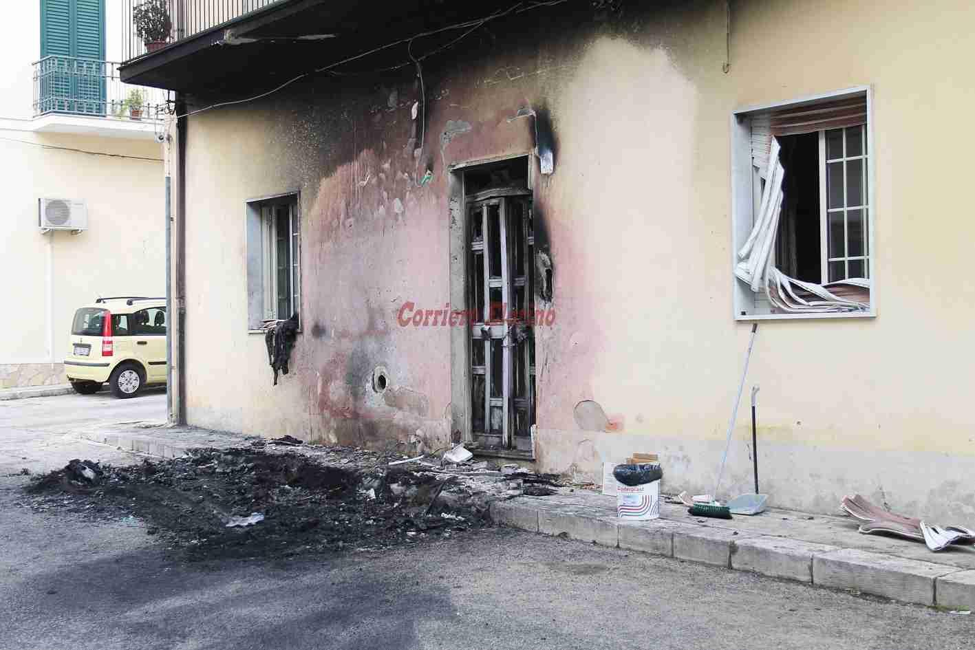 Notte di fuoco in via Enrico Toti, Mercedes distrutta dalle fiamme