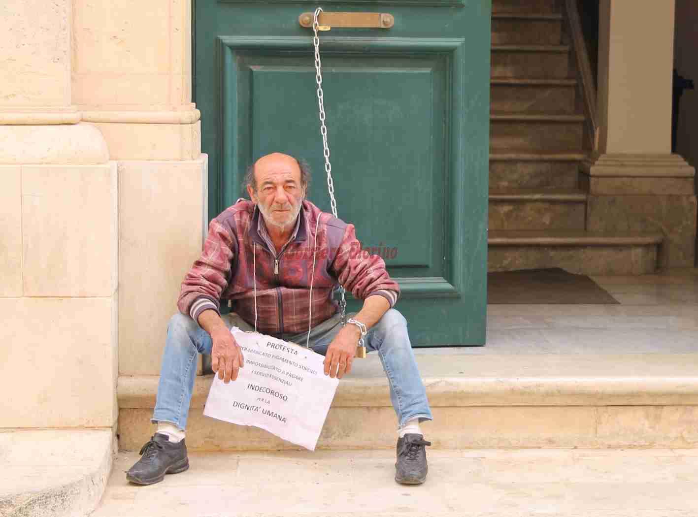 Il comune gli paga la bolletta Enel, termina la protesta del dipendente comunale