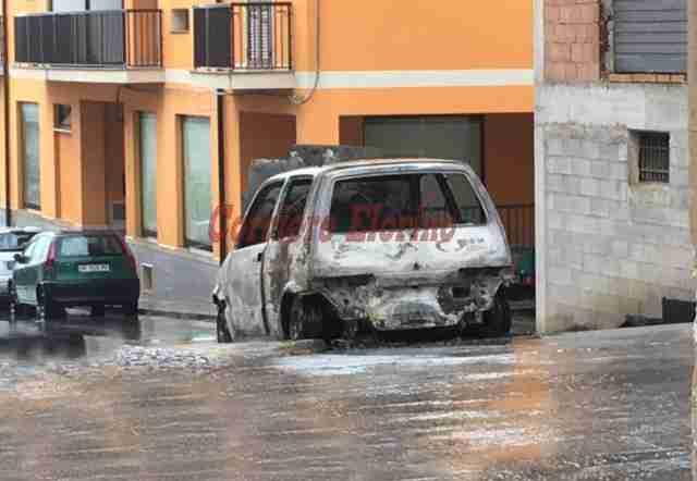Altra auto data alle fiamme nella notte a Rosolini