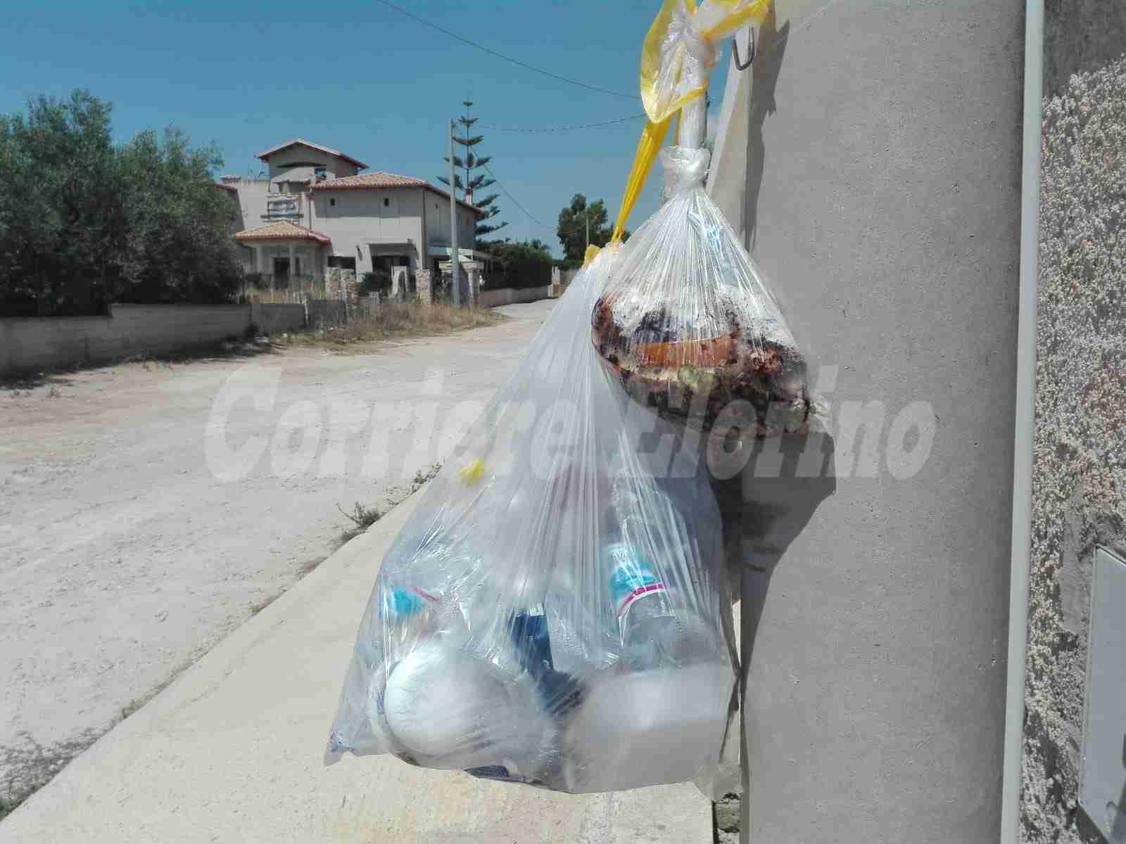 """""""Paghiamo le tasse ma non ritirano i nostri rifiuti"""", la protesta dei residenti delle periferie"""