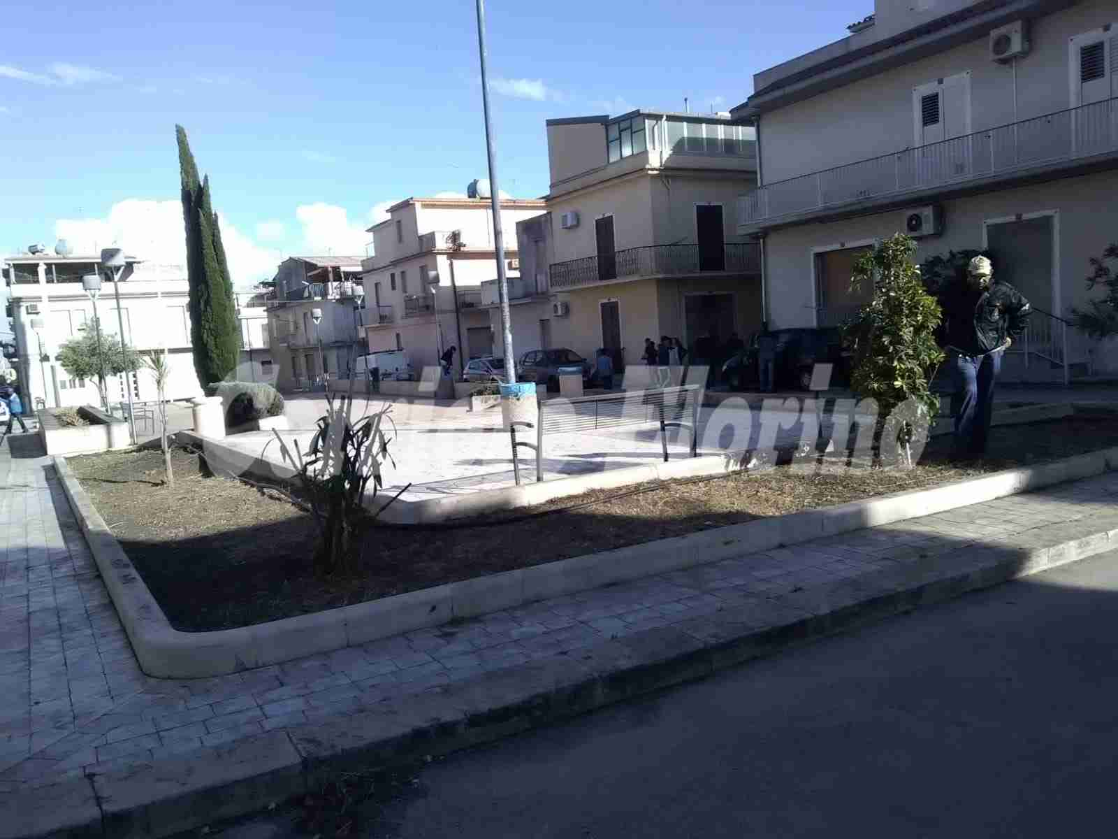 "Ennesima opera di Città Verde: ripulita Piazza ""Concetto Petrolo"""