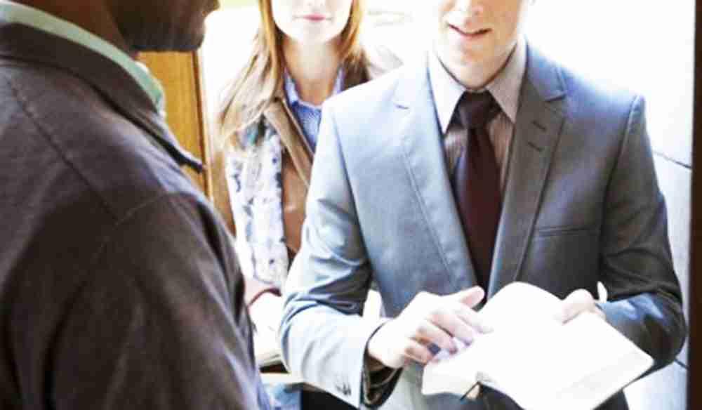 """""""Facciamo del bene ma senza pubblicità"""", la risposta di un Testimone di Geova dopo le accuse alla Congregazione"""