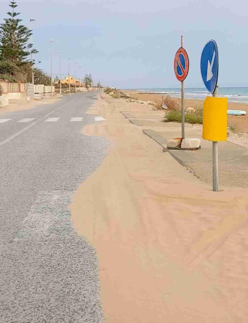 """Ispica, i consiglieri di opposizione: """"Sabbia sulla litoranea pericolosa, si proceda presto alla pulizia"""""""