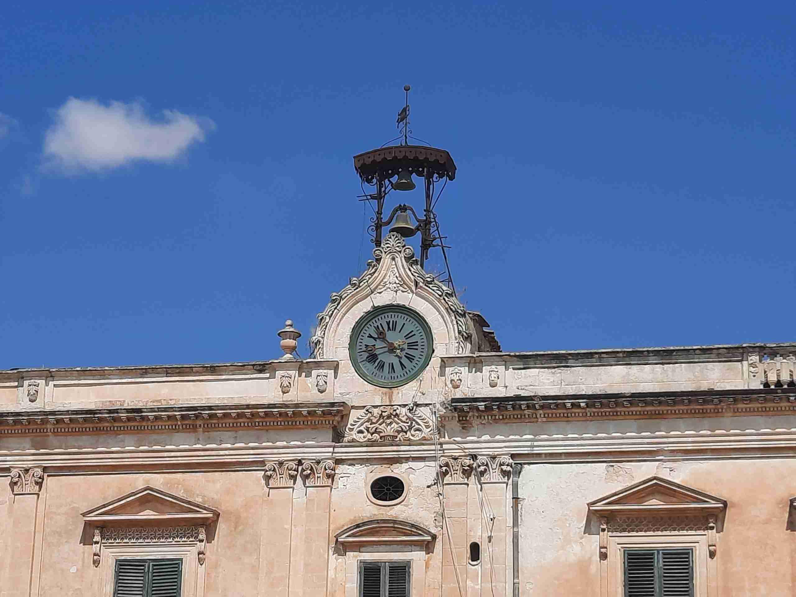 """Al via il restauro dell'Orologio di Piazza Garibaldi, l'ex sindaco: """"Si concretizza il nostro lavoro"""""""