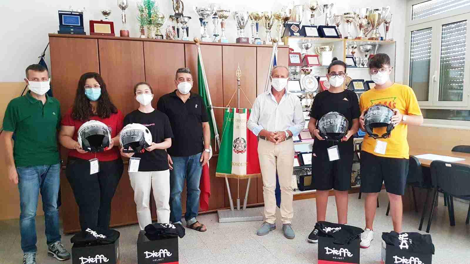 """Concorso """"Un casco vale una vita"""", premiati i disegni di 4 alunni dell'Istituto De Cillis"""